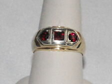 10k Gold ring with Garnet gemstones(January birthstone)