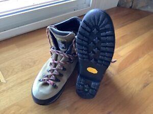 La Sportiva mountaineering boots Men's size 12.5, EU 46