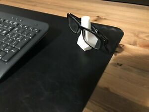 eyewear stand for your glasses/sunglasses