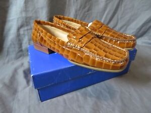 New Women's White Mountain Tess Tan Patent Leather Croc Loafers Brown Size 9.5