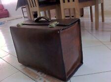 ancienne valise en cuir de buffle