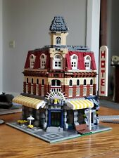 LEGO CORNER CAFE #10182 HOTEL 2007 (NO MINIFIGURES, SOME PIECES MISSING