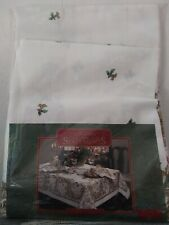"""Holiday Home Statements Golden Cherubs Tablecloth 60"""" X 84"""" Oval"""