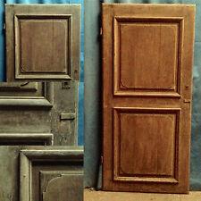 porte en chêne massif  ,ossature à encadrement finement moulurées .XVIII siècle.
