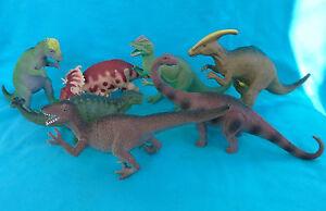7 DINOSAURS: Dilophosaurus Pachyrhinosaurus Apatosaurus Deinonychus Pinacosaurus