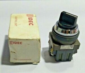 IDEC Izumi ASN 311 Selector Switch - 2 position BS010E