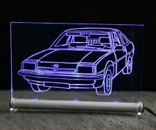 Opel Manta como auto grabado en pantalla luminosa de LED