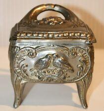 C118 Ancienne boite à bijoux - couleur métal argenté - décor oiseaux - H 12