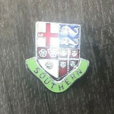 AUTHENTIC VINTAGE SOUTHERN RAILWAY COAT OF ARMS ENAMEL PIN BADGE SHIELD & BANNER