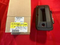 NOS OEM GM 84016231 Tail Gate Tailgate Hatch Handle