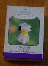 """Hallmark """"A Snug Hug"""" Dated 2000 Snoopy Woodstock Peanuts Ornament Decoration"""