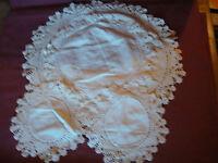 """VTG Set 4 Handmade Oval Round Fabric Doily Dresser White 1.5"""" Crochet Edging"""