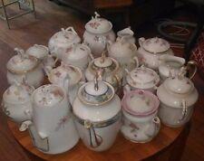 Gros lot de porcelaine principalement de LImoges : service, cafetières, sucriers