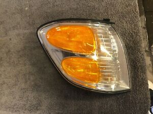 2001-2004 toyota sequoia RH passenger side front parking light OEM 2002 2003