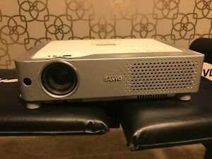 SANYO PLC- XU74 PROJECTOR IN GOOD CONDITION FREE P+P NO RESERVE