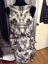 NWT Alexander McQueen Black and White Iris Kalaidescope Stretch Dress size 38 XS