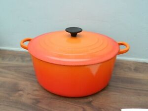 le creuset  cast iron  casserole dish and lid in orange  size 28