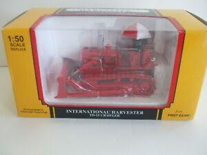 First Gear International Harvester TD-15 Crawler Bulldozer - Red w/Umbrella 1:50