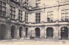 SUZE-LA-ROUSSE 8 le château cour d'honneur