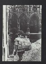 ROUEN (76) RAMASSEUR de CARTONS à L'EGLISE SAINT-MACLOU