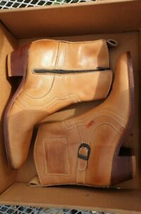 Levis Cyclone Tan Boots size 7 UK 41