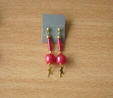 Ohrhänger. Mit Perle in rot. Goldener Stern. Ohrschmuck. Modeschmuck. Hänger.