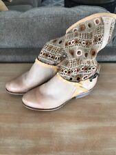 Bunker Sara Knit Women US 6 Tan Boot Pre Owned