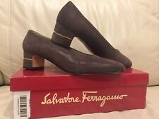 Salvatore Ferragamo Size 8,5 Navy Cinzia Brown Pebble Suede Heel Pumps