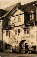 Saalfeld Saale DDR s/w AK 1959 Partie an der HO Gaststätte Das Loch Personen