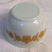 Vintage PYREX Flower Gold White Mixing Bowl 1.5 Qt Milk White Glass Round #402