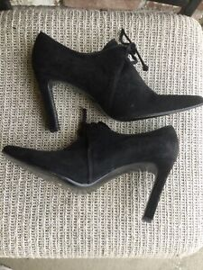 Ellen Tracy woman suede heeled lace up elegant classic shoes size 8.5 US Made in