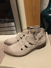 CLARKS Ladies TAUPE LEATHER SIZE 4 D LOW BUCKLE WOMENS Comfortable Summer Shoes