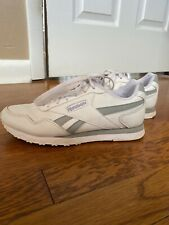 Rebook White and Grey Classic Women Shoes size 6.5. Pre-owned. Good Condition.