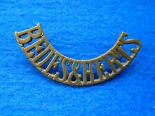 ORIGINAL WWII BEDFORDSHIRE & HERTFORDSHIRE REGIMENT BRASS SHOULDER TITLE