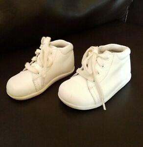 Stride rite White Elliot Leather walker shoes 5 5W 5-2W boys girls