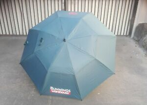 BUNNINGS WAREHOUSE LARGE STANDARD  GOLF UMBRELLA GREEN BRAND NEW