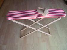 Kinderbügelbrett aus Holz mit Holzbügeleisen