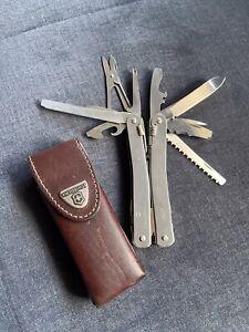Victorinox Taschenmesser / Multitool, Swisstool Spirit + Tasche