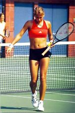 ANNA KOURNIKOVA - WHAT DOES THE SHADOW FROM HER RACKET LOOK LIKE ???(ON HER LEG)