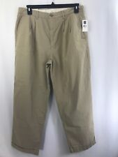 NWT Gap Khaki Mens Relaxed Fit Lightweight Pleated Straight Leg Pants Sz 36/30