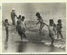 1983 Press Photo Kids at Midland Beach during summer time - sia11509