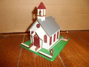 LIFE LIKE HO SCALE  TOWN CHURCH BILT