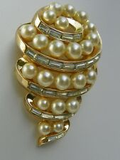 RARE Signed VTG ESTATE 1953 Shell Brooch with Faux Pearls TRIFARI PAT PEND