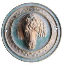 Plaque en fonte  formant médaillon tête de cheval polychrome XIXème