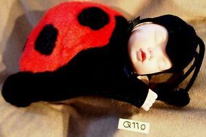 Peluche/poupée n°Q110: BB coccinelle ANNE GEDDES 36 cm env.