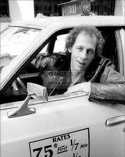 """MARK KNOPFLER OF """"DIRE STRAITS"""" DRIVES A NYC TAXI IN 1979 - 8X10 PHOTO (AA-820)"""