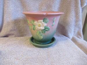 ROSEVILLE WHITE ROSE FLOWER POT W/UNDER PLATE 654-5 EXCELLENT!!! NR