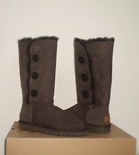 UGG BAILEY BUTTON TRIPLET II Chocolate Brown Suede Boot 9US NWOB $220 MSRP