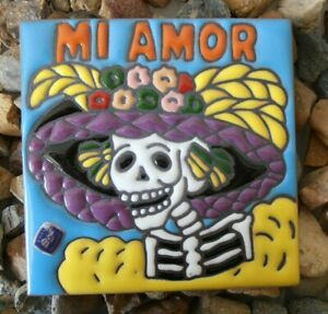 Wall tile Los Muertos DOD CATRINA 'Mi Amour' wooden stand SML glazed decorative