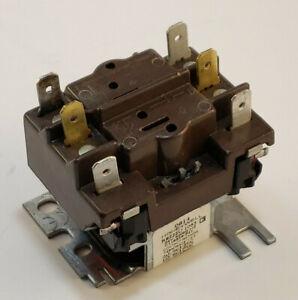 Honeywell Switching Relay  R8222U1063 C118659-P11 24 VAC Coil